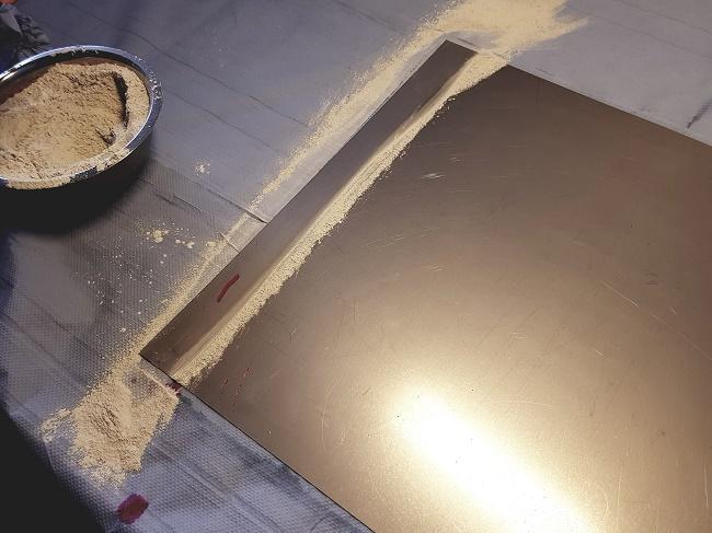 Nachweis der Oberflächenspannung auf mit EUROSORB gereinigter Metalloberfläche durch Auftragen einer Testtinte