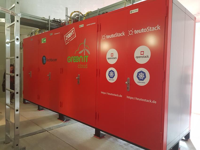 """Serverschränke installiert im Fuß einer Windenergieanlage für Pilot-Projekt """"WindCORES"""" Foto: Katja Reisswig, Technewable.com"""