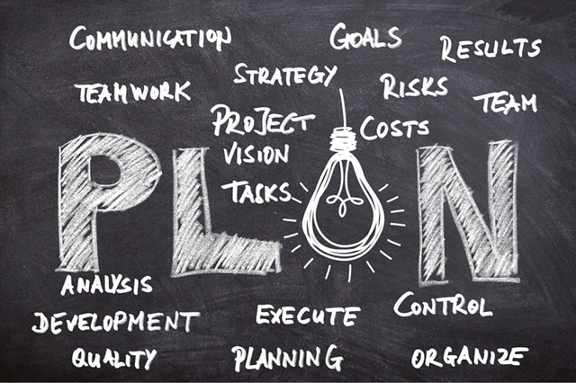 Tafel mit Kreide beschreibt Beratung und Konzeption als Service Angebot