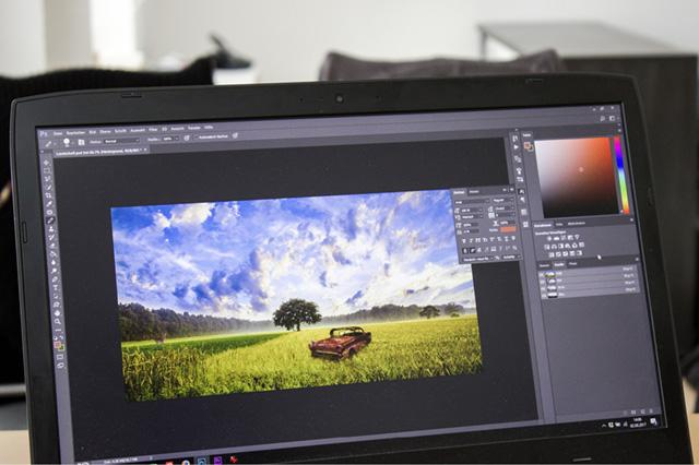 Bild auf PC Bildschirm beschreibt das Service Angebot für Bilder & Grafiken