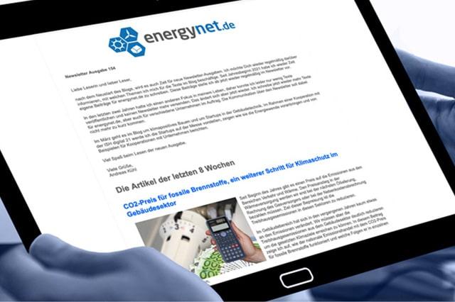 Smart Pad in Hand beschreibt das Service Angebot für Newsletter