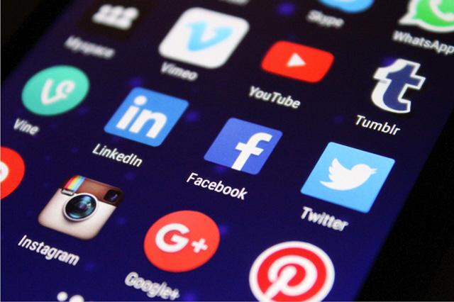 Social Media Icons zeigt Service Angebot für Social Media